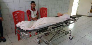 Jenazah Nanda (19), remaja yatim-piatu yang dikabarkan tewas dianiaya orang tak dikenal disemayamkan di Instalasi Pemulasaran Jenazah RSUD Karimun, Kamis (2/1/2020). Foto Suryakepri.com/Rachta Yahya