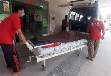 Jenazah Maryono (42), korban lakakerja di perusahaan tambang granit di Karimun keluar dari IGD RS Bakti Timah, Sabtu (4/1/2020). Foto Suryakepri.com/Rachta Yahya