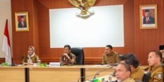 Sekretaris Daerah Provinsi (Sekdaprov) Kepulauan Riau (Kepri) H TS Arif Fadillah saat Memimpin Rapat Liason Oficer (LO) di Kantor Gubernur Kepulauan Riau, Dompak, Tanjungpinang, Selasa (11/2/2020).
