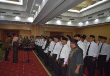 Ketua KPU Bintan Ervina Sari saat melantik 50 orang petugas PPK di Hotel Aston Tanjungpinang (Suryakepri.com)