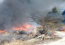 Kebakaran lahan di Desa Pangke Barat sudah mendekati area bekas perusahaan tambang timah swasta, Rabu (5/2/2020) siang. Foto Suryakepri.com/rachta yahya
