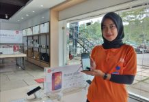 Sity memperkenalkan Xiami Redmi Note 8 di Komplek Nagoya Gateway, Blok E Nomor 9-10 Lubuk Baja Batam, Provinsi Kepri, Jumat (7/2/2020). Foto: Suryakepri.com/Alvin