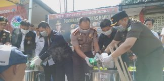 Kepala Kejaksaan Negeri (Kejari) Batam, Dedie Tri Hariyadi saat di Mapolresta Barelang, Senin (3/2/2020). Foto: Suryakepri.com/Romi