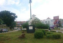Patung Kuda di Persimpangan Sei Panas Batam. (Foto: Suryakepri.com/Nando)