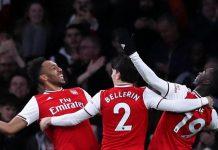 Pierre-Emerick Aubameyang bersama rekan-rekannya bergembira usai mencetak gol ke gawang Everton. (Foto: Premierleague.com)