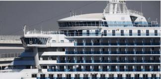 Kapal pesiar Diamond Princess yang kini buang sauh di perairan Jepang. Kapal ini membawa 3.600 penumpang. Sudah 247 orang penumpang dan awak terinfeksi virus corona. (Foto: scmp.com)