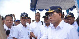 Menteri Perhubungan (Menhub) Budi Karya saat meninjau proyek mangkrak pelabuhan peti kemas Malarko di Karimun, Sabtu (1/2/2020). Foto Suryakepri.com/ist