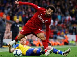 Mohamed Salah bertarung dengan pemain Southampton Anfield pada 22 September 2018. The Reds menang 3-0, di mana Salah mencetak gol ketiga pada menit 45. Pemain Mesir ini telah mencetak lima gol dalam lima pertemuannya melawan Tha Saints. (Foto: Premierleague.com)