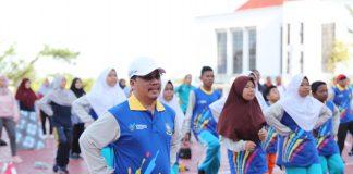 Sekretaris Daerah (Sekdaprov) Kepulauan Riau (Kepri) H TS Arif Fadillah saat Senam Sehat di Halaman Kantor Gubernur Dompak, Tanjungpinang, Kamis (13/2/2020).