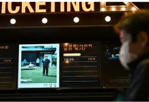 Film yang disutradari oleh Bong Joon-ho 'Parasite' meraih kesuksesan besar, berdampak hingga saham perusahaan pembuat film itu sampai pembuat mie instan yang ditampilkan dalam film tersebut. (AFP / Jung Yeon-je via CA)