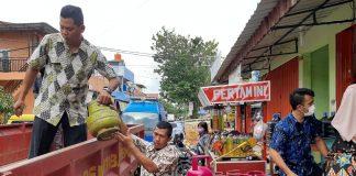 Dinas Perindustrian dan Perdagangan (Disperindag) Kota Batam bersama PT Pertamina Kepulauan Riau (Kepri) saat Menyita Ratusan Tabung Gas 3 Kg. (Foto: Suryakepri.com/Nando)