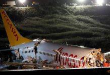 Pemandangan pesawat Pegasus Airlines Boeing 737-86J, yang menyapu landasan pacu saat mendarat dan jatuh, di bandara Sabiha Gokcen Istanbul, Turki 5 Februari 2020. ( REUTERS/Murad Sezer via CNA)