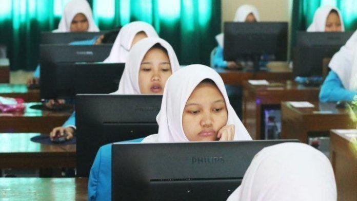 Ilustrasi Ujian Nasional (UN) Berbasis Komputer. (Foto: makassar.tribunnews.com)