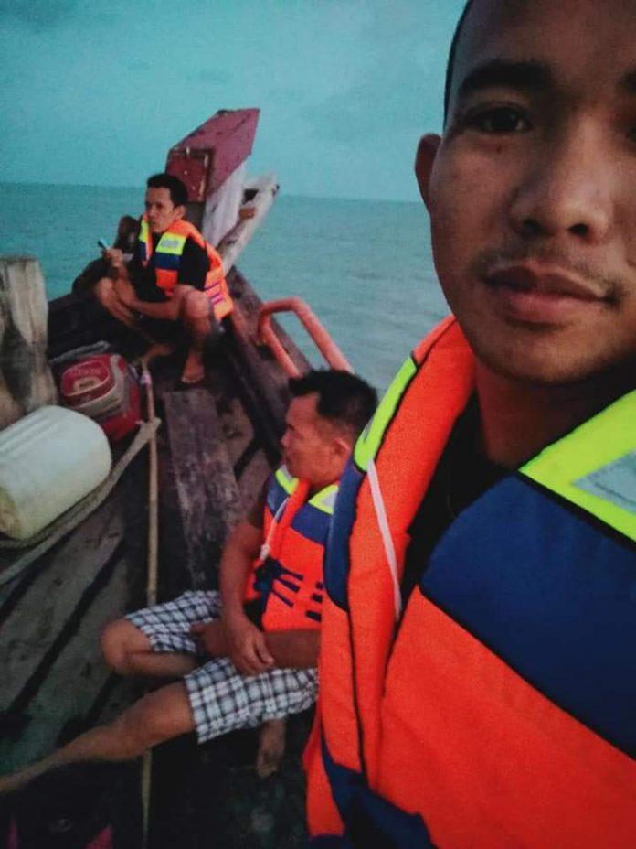 Kapal Kargo KLM Bintang Abadi dari Batam Nyangkut Karang di Sekitar Perairan Kecamatan Durai, Karimun, Selasa (25/2/2020). (Foto: Istimewa)
