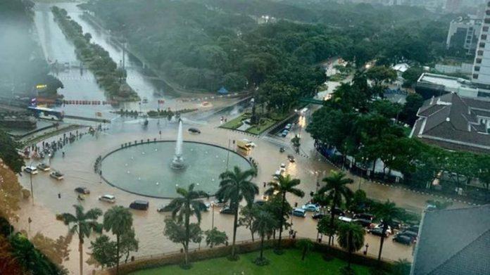 Banjir merendam Jakarta. (Foto: Twitter BNPB)