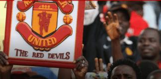 Fans Manchester United saat laga melawan juara Piala FA, Portsmouth, di Stadion Nasional Abuja, tahun 2008. Chris Eagles dan Carlos Tevez mencetak gol bagi United dalam kemenangan 2-1. (Foto: manutd.com)