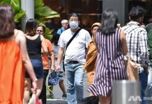 Orang-orang yang berlalu-lalang di Orchard Road, Singapura, mengenakan masker. on Feb 3. (Photo: CNA/Gaya Chandramohan)