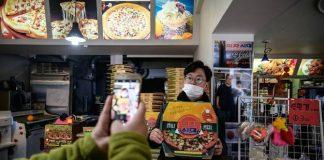 Sky Pizza di Seoul selatan yang menjadi lokasi syuting film Parasite. Penjualan mereka meningkat dua kali lipat (AFP/Ed JONES via cNA)