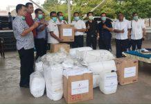 11 Hotel di Kota Batam Menyerahkan Bantuan Kepada Pemerintah Kota (Pemko) Batam di Dataran Engku Putri, Batam Centre, Selasa (24/3/2020).