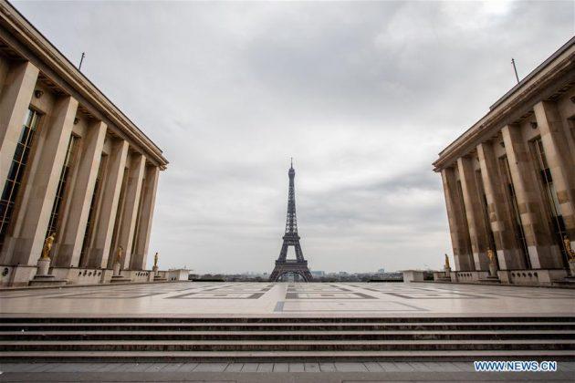 Foto yang diambil pada 17 Maret 2020 menunjukkan Istana Trocadero yang kosong di Paris, Prancis. Pada hari Selasa siang, Prancis dikunci selama setidaknya 15 hari. Hanya perjalanan yang benar-benar diperlukan, seperti untuk alasan profesional atau kesehatan atau untuk membeli makanan, diizinkan. (Foto oleh Aurelien Morissard / Xinhua)