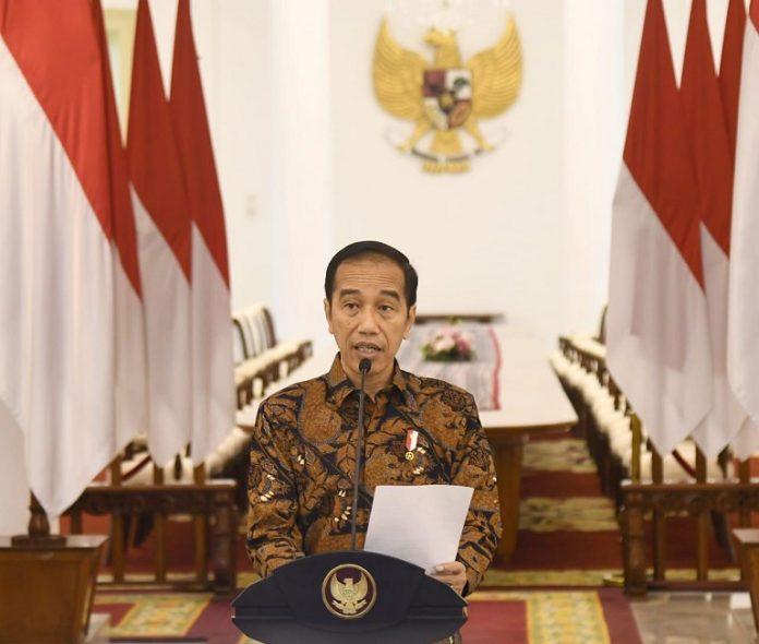 Presiden Jokowi memberikan keterangan pers di Istana Bogor, Minggu (15/3/2020)
