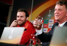 Juan Mata (kiri) bersama Louis Van Gaal. (Foto: Getty via MEN)