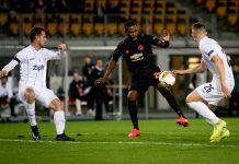 Odion Ighalo dengan tenang dan percaya diri mengontrol bola sebelum melepas tembakan yang menghasilkan gol pertama Manchester United ke gawang LASK. (Foto: Getty via Standard)