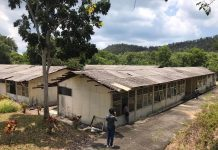 Bangunan bekas rumah sakit di eks Camp Pengungsi Vietnam yang akan dipugar untuk dijadikan RS Khusus Corona. Selanjutnya ini akan menjadi RS untuk merawat pasien penyakit menular. (Foto: Suryakepri.com/Aini Lestari)