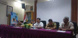 Kepala Dinas Kesehatan Kepulauan Riau Tjetjep Yudiana saat jumpa pers mengenai dugaan penularan virus corona di Batam. (Foto: Suryakepri.com/Fernando)