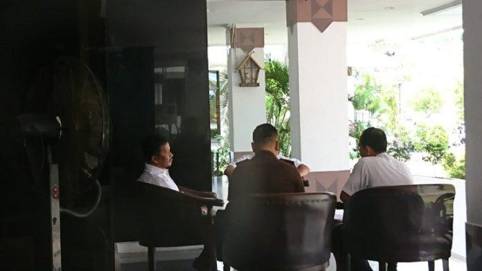 Walikota Batam Muhammad menggelar rapat bersama perwakilan dari Kejaksaan membahas isu corona. (Foto: Suryakepri.com/Fernando)