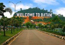 Tulisan raksasa Welcome to Batam di Bukit Clara, landmark Batam di kawasan Batam Centre. (Foto: Trip Advisor)