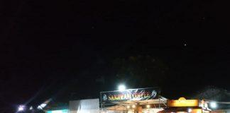 Suasana di sebuah gerai makan di Batam, Sabtu (28/3/2020) malam sekitar pukul 21.30 WIB. Foto: Suryakepri.com/Aini Lestari