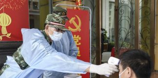 Ilusrasi pemeriksaan suhu tubuh untuk mencegah penyebaran virus corona (Foto: Xinhua)