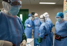 Foto Ilustrasi. Para petugas medis di Wuhan melakukan pergantian regu dalam penanganan pasien Covid-19. Foto: Xinhua
