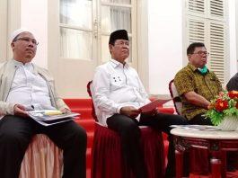 Plt Gubernur Kepri Isdianto didampingi pejabat utamanya saat konferensi pers di Gedung Daerah Tanjunpinang (Suryakepri.com/Muhammad Bunga Ashab)