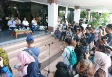Walikota Batam Muhammad Rudi menggelar jumpa pers di Kantor Walikota Batam, Batam Centre, Kamis (19/3/2020). Foto: Suryakepri.com/Fernando)