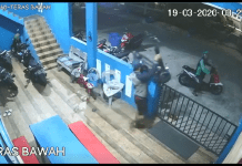 maling skuter tertangkap CCTV. Kejadian di Perumahan Bida Asri Batam Centre. (Foto: screenshot)