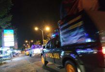 Petugas Kepolisian dari Polda Kepri melakukan patroli ke titik-titik keramaian untuk membubarkan warga yang berkumpul. Foto: Suryakepri.com/Aini Lestari.