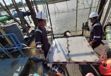 PT. Adhya Tirta Batam (ATB) saat memasang Plat Steel di Instalasi Pengolahan Air (IPA) Tanjung Piayu. (Foto: Suryakepri.com/Romi)