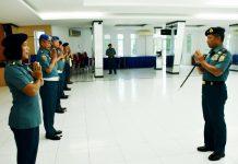 Danlantamal IV Tanjungpinang Laksamana Pertama TNI Arsyad Abdullah menerima laporan Kenaikan Pangkat (Kenkat) 23 orang perwira dan 8 orang PNS sederajat Lantamal IV periode 1 April 2020 (Suryakepri.com)