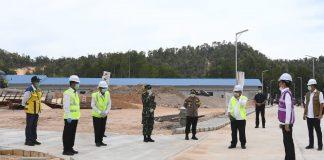 Presiden Joko Widodo (Jokowi) saat Meninjau Kesiapan Pembangunan RS di Galang, Batam, Kepulauan Riau (Kepri), Rabu (1/4/2020).