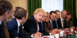 PM Boris Johnson memimpin rapat kabinet sebelum terinfeksi virus corona. (Foto: The Sun)