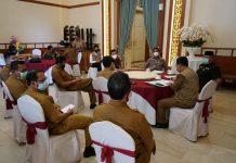 Ketua Tim Gugus Tugas Percepatan Penanganan Covid-19 Kepulauan Riau (Kepri) H Isdianto saat di Gedung Daerah Tanjungpinang, Selasa (21/4/2020).