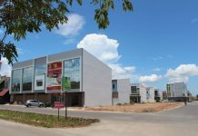 Mega Legenda yang merupakan pusat bisnis dan pertokoan di kawasan Batam Centre.