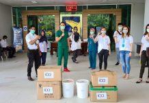 Penyerahan bantuan atau donasi untuk perang melawan wabah virus corona kepada RS Badan Pengusahaan Batam, Senin (6/4/2020). (Foto: Suryakepri.com/Fernando)