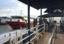 Kapal ferry tengah sandar di pelabuhan domestik Karimun beberapa waktu lalu. Foto Suryakepri.com/rachta yahya