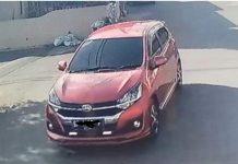 Mobil Daihatsu Ayla warna oranye metalik terekam kamera CCTV di pos keamanan. Mobil ini yang digunakan penipu dengan modus bagi-bagi sembako di Perumahan Gesya Residence, Batam Centre, Kamis (16/4/2020).