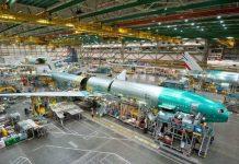 Produsen pesawat terbang Boeing berencana melakukan PHK terhadap 10 persen karyawannya.