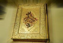 Inilah Al-quran yang seluruh kertasnya berwarna emas dan setiap ayatnya ditulis menggunakan tinta emas, hasil karya Maryam Kazemi Savadkouhi (Foto: (Foto: ifpnews)
