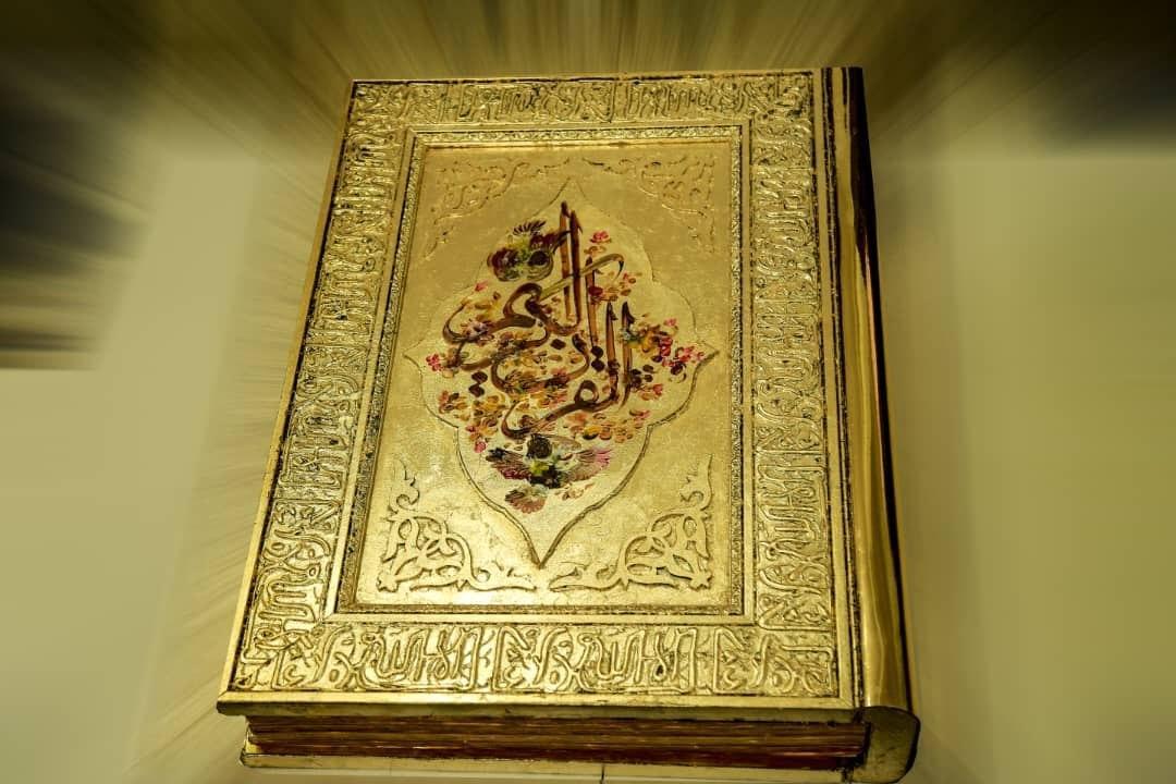 Kaligrafer Perempuan Ini Menulis Seluruh Ayat Al Quran Gunakan Tinta Emas Di Atas Kertas Emas Surya Kepri